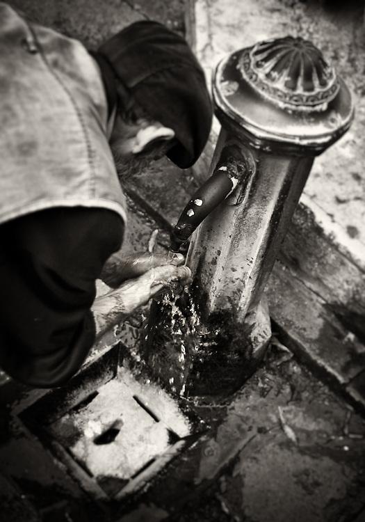 Italy - Venezia - Man washing hands
