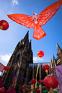 China festival on Roncalli square at the cathedral, bird as decoration, Cologne, Germany.<br /> <br /> Chinafest auf dem Roncalliplatz am Dom, Vogel als Dekoration, Koeln, Deutschland