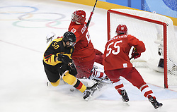 PYEONGCHANG, Feb. 25, 2018  Vasili Koshechkin (C) of Olympic athletes from Russia vies for the puck with Patrick Hager (L) of Germany during men's ice hockey final between Germany and Olympic athletes from Russia at Gangneung Hockey Centre, in Gangneung, South Korea, Feb. 25, 2018. The Olympic Athletes from Russia team defeated Germany 4:3 and won the gold medal. (Credit Image: © Han Yan/Xinhua via ZUMA Wire)