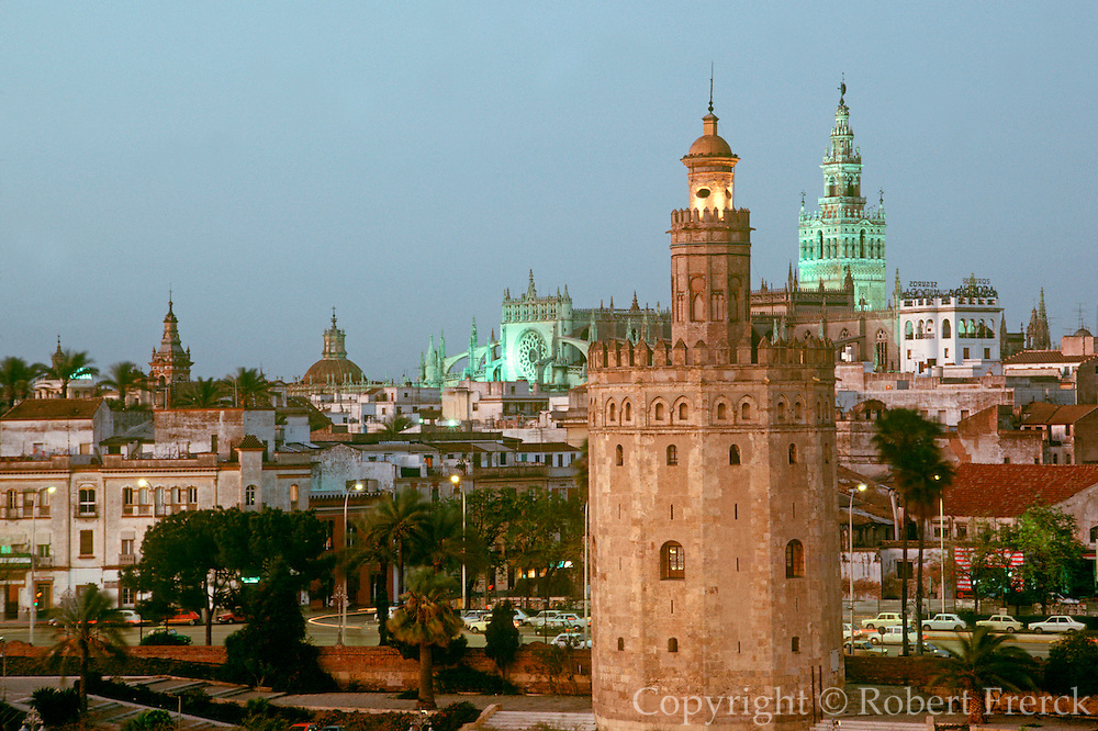 SPAIN, ANDALUSIA, SEVILLE skyline; Cathedral and Torre del Oro