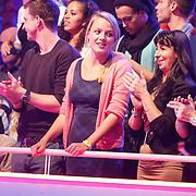 NLD/Hilversum/20130112 - 4e Liveshow Sterren Dansen op het IJs 2013, zus Tess Milne
