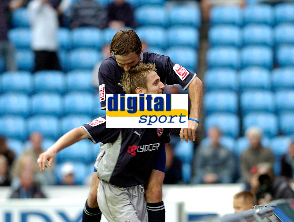 Photo: Leigh Quinnell.<br /> Coventry v Reading. Coca Cola Championship.<br /> 10/09/2005. Bobby Convey congratulates Kevin Doyle on his goal for Reading