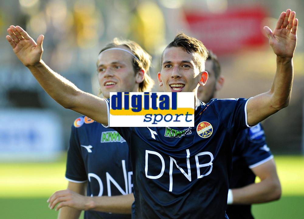 Fotball Tippeligaen 2015  23.08.2015<br /> Gamle Gress Marienlyst stadion Drammen<br /> <br /> Resultat <br /> <br /> Strømsgodset vs Start<br /> <br /> Strømsgodset Gustav Mendonca Wikheim utlignet rett før pause og jubler<br /> <br /> <br /> Foto: Robert Christensen Digitalsport