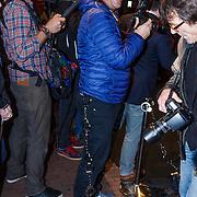 NLD/Amsterdam/20130107 - Premiere toneelstuk Baantjer, Edwin Smulders met handboeien aan zijn riem