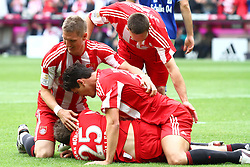 30.04.2011, Allianz Arena, Muenchen, GER, 1.FBL, FC Bayern Muenchen vs FC Schalke 04 , im Bild  Jubel nach dem Tor zum 3-1 durch Mario Gomez (Bayern #33) mit Thomas Mueller (Bayern #25) Bastian Schweinsteiger (Bayern #31) Franck Ribery (Bayern #7) , EXPA Pictures © 2011, PhotoCredit: EXPA/ nph/  Straubmeier       ****** out of GER / SWE / CRO  / BEL ******