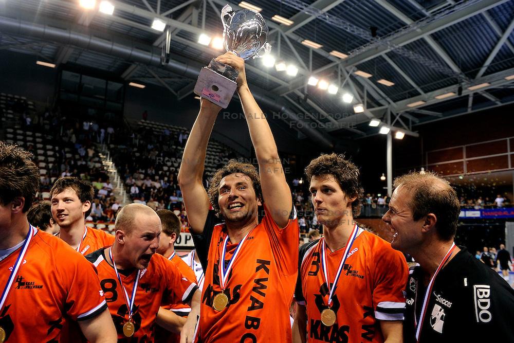 21-05-2009 HANDBAL: FIQUAS AALSMEER - KRAS VOLENDAM: ALMERE<br /> Volendam wint de bekerfinale in de verlenging met 32-29 van Aalsmeer / Vreugde bij Volendam met oa. Niels Reijgersberg, Felix Janssen, Bobby Schagen, Boj van Limbeek en Nills van Limbeek<br /> ©2009-WWW.FOTOHOOGENDOORN.NL