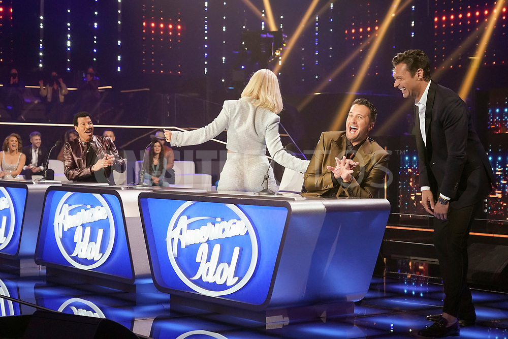 """AMERICAN IDOL – """"414 (Oscar Nominated Songs)"""" – The top 12 contestants perform Oscar®-nominated songs in hopes of securing America's vote into the top nine on an all-new episode of """"American Idol,"""" airing live coast-to-coast on SUNDAY, APRIL 18 (8:00-10:00 p.m. EDT), on ABC. (ABC/Eric McCandless)<br /> LUKE BRYAN, RYAN SEACREST"""
