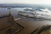 Nederland, Limburg, Gemeente Maasgouw, 10-01-2011; hoogwater Maas, omgeving Maasbracht als gevolg van sneeuwsmelt en neerslag in de bovenloop van de rivier. Meuse flood, Maasbracht area, high water due to snow melt and precipitation upstream. luchtfoto (toeslag), aerial photo (additional fee required).© foto/photo Siebe Swart