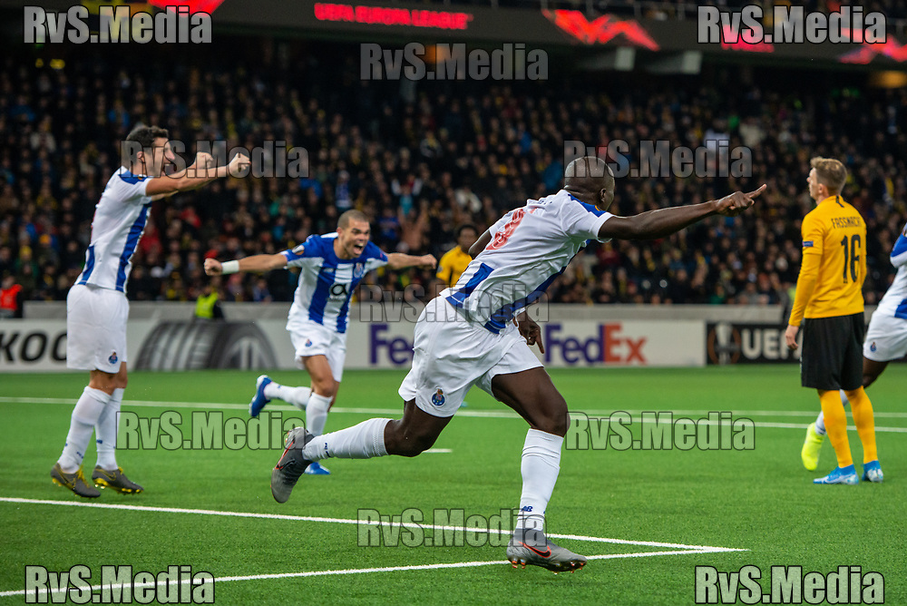 BERN, SWITZERLAND - NOVEMBER 28: #9 Vincent Aboubakar of FC Porto celebrates with his teammates after scoring a goal during the UEFA Europa League group G match between BSC Young Boys and FC Porto at Stade de Suisse, Wankdorf on November 28, 2019 in Bern, Switzerland. (Photo by Monika Majer/RvS.Media)