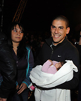 20091210: LISBON, PORTUGAL - SL Benfica Christmas Party at Victor Hugo Cardinali Circus. In picture: Maxi Pereira with his wife and newborn child. PHOTO: Alvaro Isidoro/CITYFILES