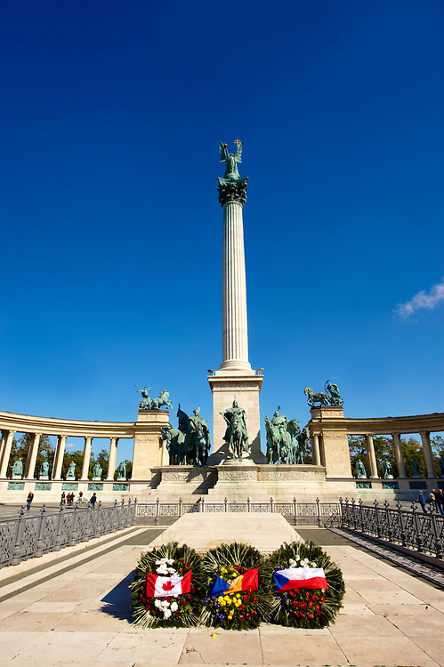 The cenotaph and memoria;l column in H?sök tere, ( Heroes Square ), Budapest, Hungary .<br /> <br /> Visit our HUNGARY HISTORIC PLACES PHOTO COLLECTIONS for more photos to download or buy as wall art prints https://funkystock.photoshelter.com/gallery-collection/Pictures-Images-of-Hungary-Photos-of-Hungarian-Historic-Landmark-Sites/C0000Te8AnPgxjRg