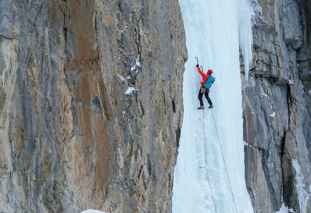 Marko Delesalle leading the first pitch of Sacre Bleu, WI5 in Banff National Park, Alberta, Canada