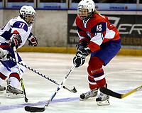 Ishockey<br /> VM for kvinner<br /> Graz Østerrike <br /> Norge<br /> Foto: Gepa/Digitalsport<br /> NORWAY ONLY<br /> <br /> 09.04.2009<br /> <br /> IIHF Damen Eishockey Weltmeisterschaft, Divison 1, NOR vs AUT. Bild zeigt Edita Rakova (SVK) und Birgitte Lersbryggen (NOR)