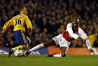 Fotball<br /> Arsenal v Southampton<br /> 10. februar 2004<br /> Highbury<br /> Foto: Digitalsport<br /> Norway Only<br /> Brett Ormerod, Southampton, og Patrick Vieria, Arsenal