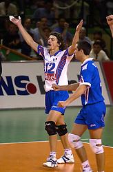28-07-2000 FRA: Olympisch Kwalificatie Toernooi Nederland - Frankrijk, Castelnau Le Lez<br /> Nederland wint in een beladen duel van Frankrijk en plaatst zich voor de Olympische Spelen in Sydney / Luc Marquet