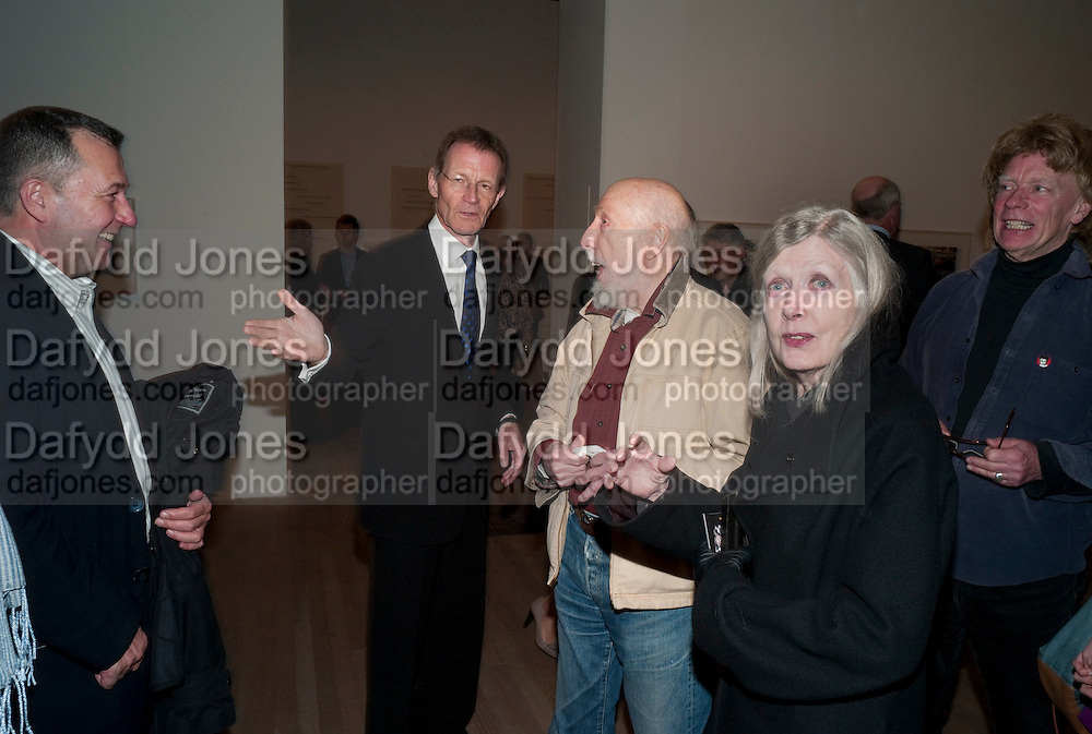 SIR NICHOLAS SEROTA; RICHARD HAMILTON; RITA DONAGH, Gabriel Orozco reception, Tate Modern, London. 18 January 2010. .-DO NOT ARCHIVE-© Copyright Photograph by Dafydd Jones. 248 Clapham Rd. London SW9 0PZ. Tel 0207 820 0771. www.dafjones.com.