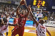 DESCRIZIONE : Venezia Lega A 2013-14 Umana Venezia Victoria Libertas Pesaro<br /> GIOCATORE : alvin young<br /> CATEGORIA : tiro<br /> SQUADRA : Umana Venezia Victoria Libertas Pesaro<br /> EVENTO : Campionato Lega A 2013-2014 <br /> GARA : Umana Venezia Victoria Libertas Pesaro<br /> DATA : 12/01/2014<br /> SPORT : Pallacanestro <br /> AUTORE : Agenzia Ciamillo-Castoria/M.Gregolin<br /> Galleria : Lega Basket A 2013-2014  <br /> Fotonotizia : Venezia Lega A 2013-14 Umana Venezia Victoria Libertas Pesaro<br /> Predefinita :