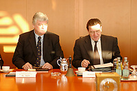 16 JAN 2002, BERLIN/GERMANY:<br /> Bodo Hombach (L), Sonderkoordinator des Stabilitaetspaktes a.D., und Gerhard Schroeder (R), SPD, Bundeskanzler, vor Beginn der Kabinettsitzung, Bundeskanzleramt<br /> IMAGE: 20020116-01-015<br /> KEYWORDS: Kabinett, Sitzung, Gerhard Schröder