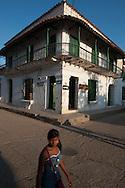 """Colonial-era buildings along the """"calle del medio"""""""