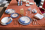Openstelling Paleis Noordeinde en het Koninklijk Staldepartement<br /> <br /> Op de foto:  nieuw Koninklijke servies in de stijl van het Delfts Blauw