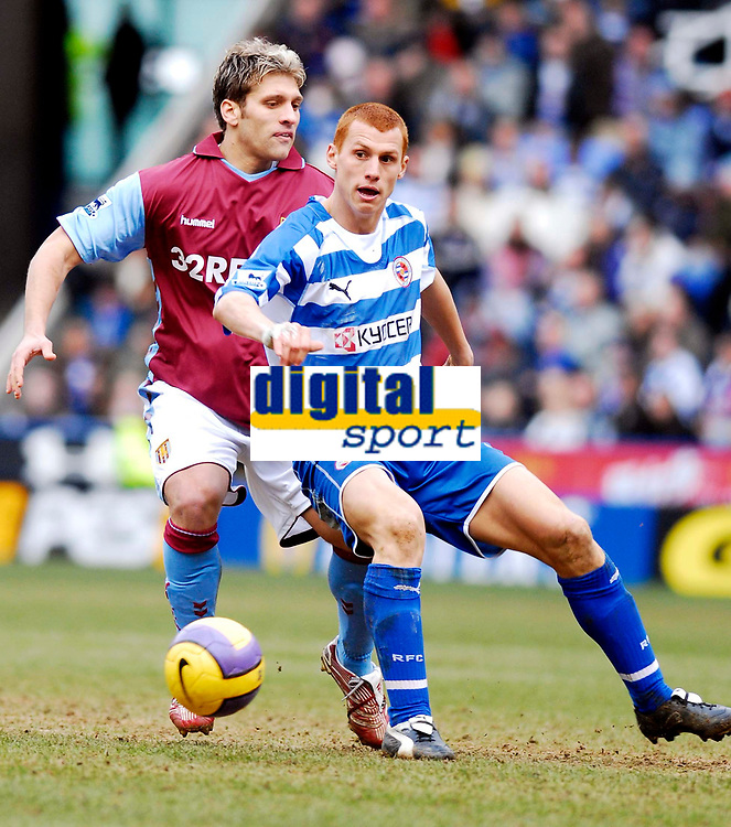 Photo: Alan Crowhurst.<br />Reading v Aston Villa. The Barclays Premiership. 10/02/2007. Reading's Steve Sidwell holds the ball up.
