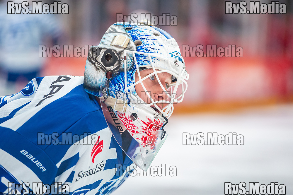 LAUSANNE, SWITZERLAND - OCTOBER 01: Goalie Ludovic Waeber #35 of ZSC Lions warms up prior the Swiss National League game between Lausanne HC and ZSC Lions at Vaudoise Arena on October 1, 2021 in Lausanne, Switzerland. (Photo by Monika Majer/RvS.Media)