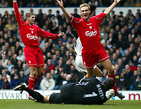 Fotball: Liverpool Stephen Gerrard (left) and Sami Hyypia celebrate Rio Ferdinand own goal for Leeds during the Premiership match at Elland Road, Leeds.<br /><br />Sunday February 3rd 2002<br /><br />Foto:  David Rawcliffe/Digitalsport