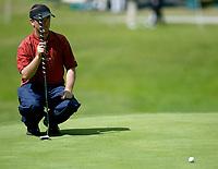 Photograph: Scott Heavey, Digitalsport<br />Volvo PGA Championship At Wentworth Club. 24/05/2003.<br />Henrik Bjørnstad lines up a putt on the 14th.