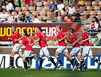 Norwegian players celebrate first goal, Trine Ronning (7). Norway - France. WEURO 2009. Helsinki 30.8.2009. Photo: Jussi Eskola. FINLAND OUT.
