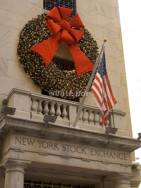 Christmas wreath above entrance NY stock exchange