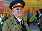 Mit Auszeichnungen geschmückter 2. Weltkriegs Veteran in der Nähe vom Roten Platz. Einen Tag später (9. Mai 2008) findet dort die große Siegerparade statt.<br /> <br /> WWII veteran decorated with medals close to Red Square where the Victory Day parade took place at the 9th of May 2008.