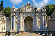 The Ottoman style eceletic mix of Baroque & neo-Classical style Architecture of the gate of the Dolmabahçe (Dolmabahce)  Palace, built by Sultan, Abdülmecid I between 1843 and 1856. Istanbul Turkey .<br /> <br /> If you prefer to buy from our ALAMY PHOTO LIBRARY  Collection visit : https://www.alamy.com/portfolio/paul-williams-funkystock/istanbul.html<br /> <br /> Visit our TURKEY PHOTO COLLECTIONS for more photos to download or buy as wall art prints https://funkystock.photoshelter.com/gallery-collection/3f-Pictures-of-Turkey-Turkey-Photos-Images-Fotos/C0000U.hJWkZxAbg