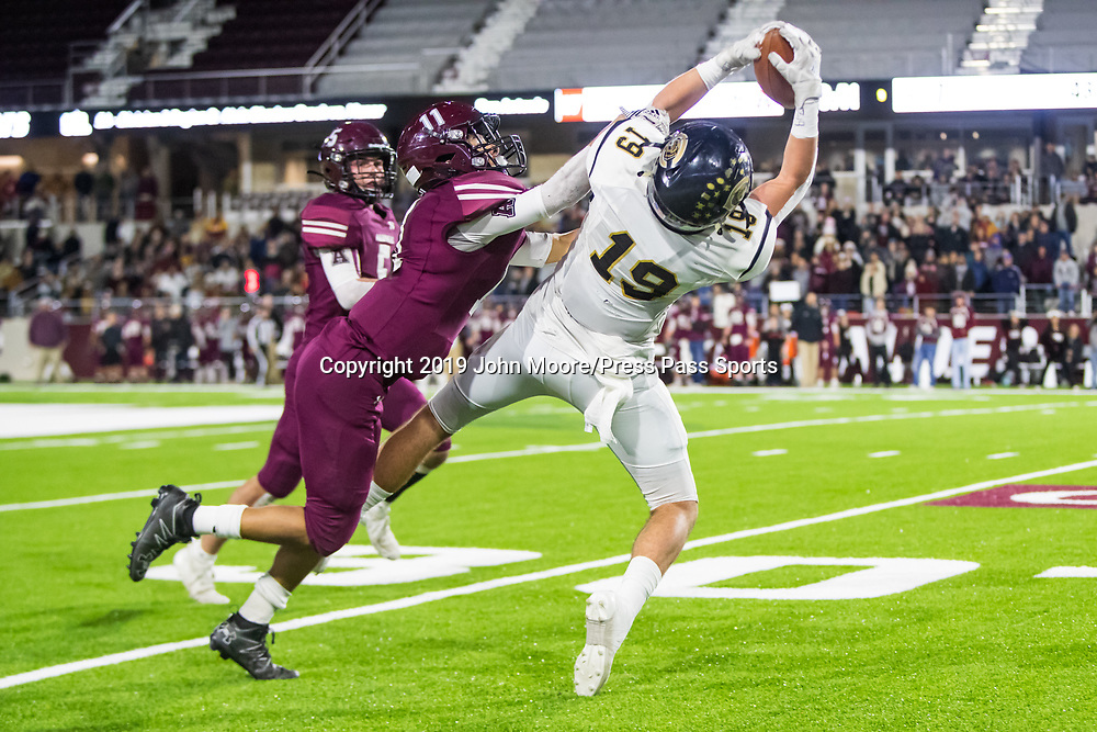 Canadian's Reagan Cochran (19) catches a pass against Abernathy in the UIL 3A-D2 Region 1 Championship on Friday, Dec. 6, 2019, at Buffalo Stadium in Canyon, Texas. [Photo by John Moore/Press Pass Sports]