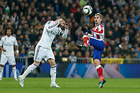 Real Madrid´s Sergio Ramos (L) and Atletico de Madrid´s Griezmann during Spanish King´s Cup match at Santiago Bernabeu stadium in Madrid, Spain. January 15, 2015. (ALTERPHOTOS/Victor Blanco)