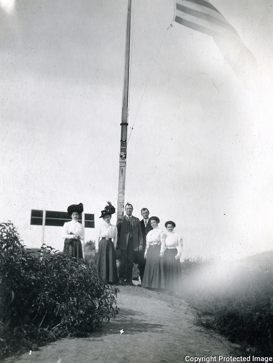 1912 Weekend travelers at the top of Lookout Mountain in Laurel Canyon