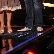 NLD/Weesp/20070319 - 3e Live uitzending Just the Two of Us, dure schoenen van Gordon met glitters