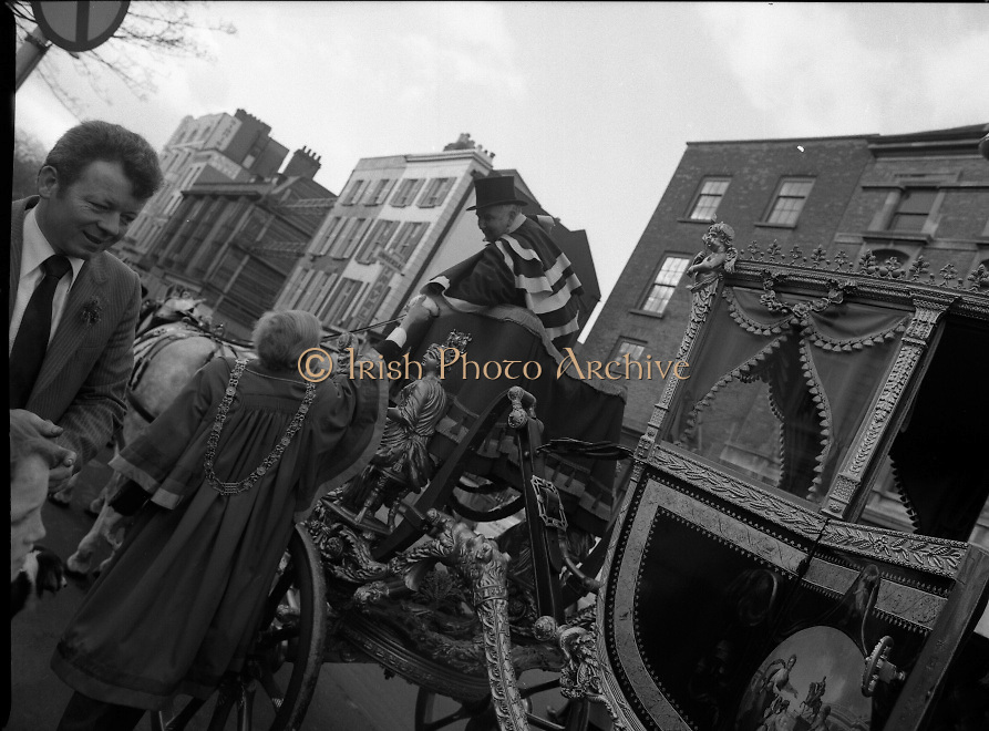 St Patrick's Day Parade.1982.17/03/1982.03.17.1982.17th March 1982..Photograph taken as Mr Polak greets the driver Mr Mc Grath as they prepare to depart for O'Connell St.