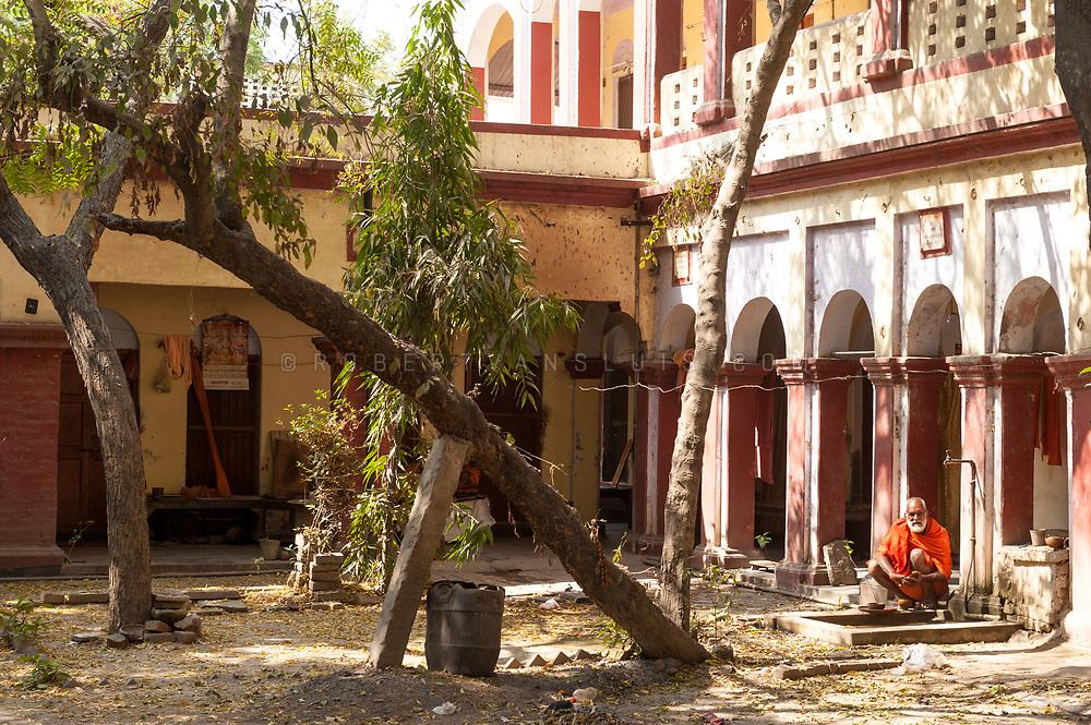 The central court at the Mumukshu Bhawan hospice, Varanasi, India. Photo © robertvansluis.com
