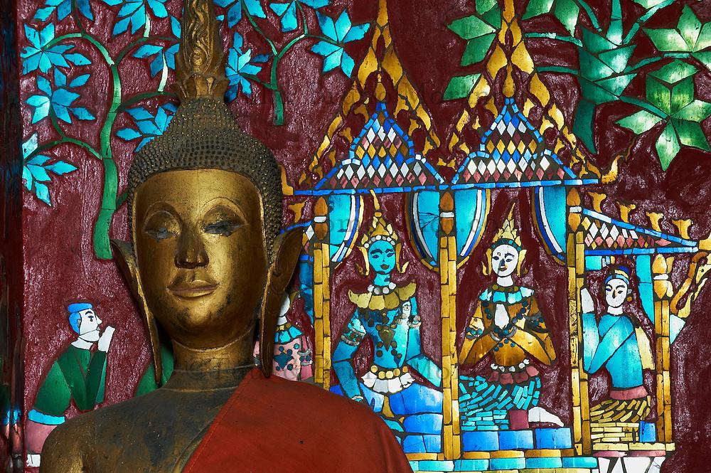 Laos, Province de Luang Prabang, ville de Luang Prabang, Patrimoine mondial de l'UNESCO depuis 1995, Wat Xieng Thong, statue de Bouddha // Laos, Luang Prabang province, city of Luang Prabang, World heritage of UNESCO since 1995, golden temple Wat Xieng Thong, Boudha statue