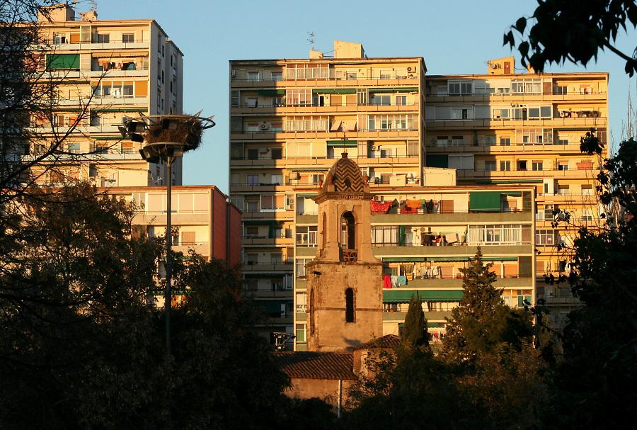 The school is located in the Barcelonese neighbourhood of La Verneda Sant Martí