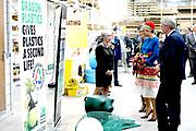Koning Willem-Alexander en koningin Maxima brengen een streekbezoek aan Schouwen-Duiveland en Tholen in de provincie Zeeland. <br /> <br /> King Willem-Alexander and Queen Maxima pay a regional visit to Schouwen-Duiveland and Tholen in the province of Zeeland.<br /> <br /> Op de foto / On the photo:  Willem Alexander en Maxima krigen een rondleiding bij HEMI Winkelinrichting en gaan langs de bedrijvenmarkt. //// Willem Alexander and Maxima take a tour at HEMI Winkelinrichting and go along the business market.