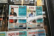 Nederland, Nijmegen, 13-3-2020 Het is duidelijk rustiger en stiller in de straten, winkelstraten van het centrum in de stad . Mensen blijven thuis om zo min mogelijk risico te nemen ivm het corona virus . Bij boekhandel Dekker vd Vegt hangen twee aankondigingen van boekpresentaties. Die van Eus, Ozcan Akyol, gaat vooralsnog door, Ellie Lust heeft afgeegd . Foto: Flip Franssen