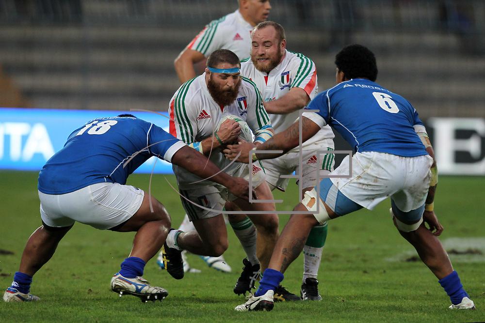 Ascoli Piceno 08.11.2014 <br /> Italia v Samoa  24:13<br /> Matias Aguero con il sostegno di Dario Chistolini affronta la difesa samoana