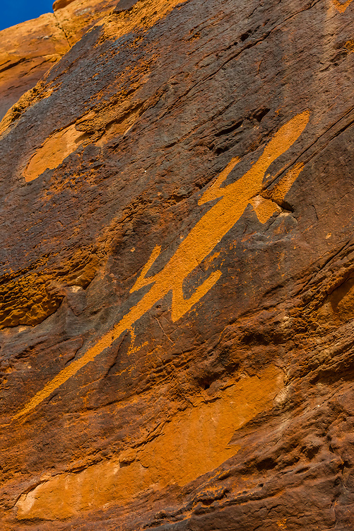 Large lizard petroglyphs at Cub Creek created by the Fremont people who lived in the area between 550 and 1200 AD. They are unique to this location. Dinosaur National Monument, Utah USA.