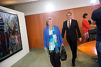 DEU, Deutschland, Germany, Berlin, 04.09.2013: <br />Bundesjustizministerin Sabine Leutheusser-Schnarrenberger (FDP) und Bundesaussenminister Guido Westerwelle (FDP) vor Beginn der 156. Kabinettsitzung im Bundeskanzleramt.