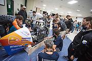 De traditionele show and sine. In Battle Mountain (Nevada) wordt ieder jaar de World Human Powered Speed Challenge gehouden. Tijdens deze wedstrijd wordt geprobeerd zo hard mogelijk te fietsen op pure menskracht. Het huidige record staat sinds 2015 op naam van de Canadees Todd Reichert die 139,45 km/h reed. De deelnemers bestaan zowel uit teams van universiteiten als uit hobbyisten. Met de gestroomlijnde fietsen willen ze laten zien wat mogelijk is met menskracht. De speciale ligfietsen kunnen gezien worden als de Formule 1 van het fietsen. De kennis die wordt opgedaan wordt ook gebruikt om duurzaam vervoer verder te ontwikkelen.<br /> <br /> In Battle Mountain (Nevada) each year the World Human Powered Speed Challenge is held. During this race they try to ride on pure manpower as hard as possible. Since 2015 the Canadian Todd Reichert is record holder with a speed of 136,45 km/h. The participants consist of both teams from universities and from hobbyists. With the sleek bikes they want to show what is possible with human power. The special recumbent bicycles can be seen as the Formula 1 of the bicycle. The knowledge gained is also used to develop sustainable transport.