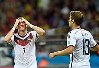 Fotball<br /> Tyskland v Algerie<br /> 30.06.2014<br /> VM 2014<br /> Foto: Witters/Digitalsport<br /> NORWAY ONLY<br /> <br /> Bastian Schweinsteiger, Thomas Müller (Deutschland)<br /> Fussball, FIFA WM 2014 in Brasilien, Achtelfinale, Deutschland - Algerien