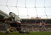 Photo: Andrew Unwin.<br />Sunderland v Aston Villa. The Barclays Premiership.<br />19/11/2005.<br />Aston Villa's goalkeeper, Thomas Sorensen, keeps out a shot from Sunderland's Jon Stead.