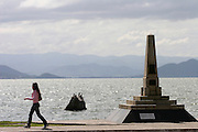 Florianopolis_SC, Brasil...Mulher andando na avenida Beira-Mar, no centro da capital catarinense...A woman walking  in Beira-Mar avenue, in Florianopolis center, Santa Catarina...Foto: LEO DRUMOND /  NITRO