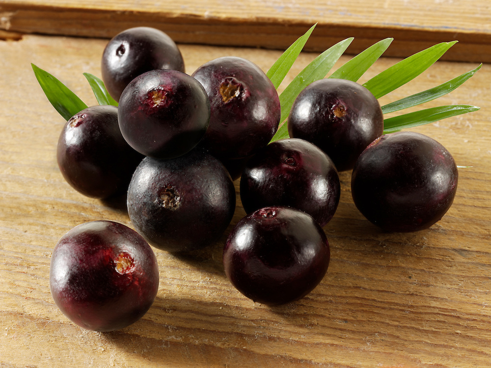 Photos & pictures of the acai berries the super fruit anti oxident from the Amazon. Acai berries has been associated with helping weight loss. Stockfotos & images